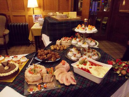 Duke of Gordon Hotel: Christmas Eve Buffet sweet table
