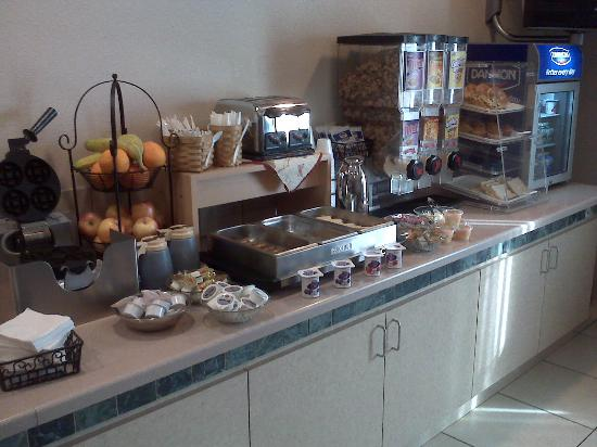 La Quinta Inn & Suites Phoenix I-10 West: Breakfast Bar