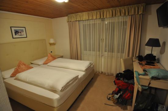 Hotel Tofana : la nostra camerata...molto accogliente