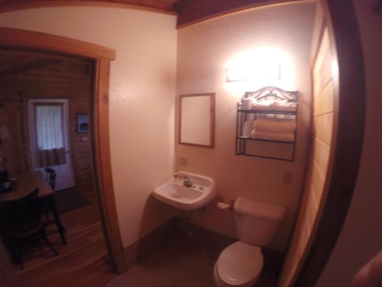 Glacier Trailhead Cabins: Bathroom of cabins #1-12