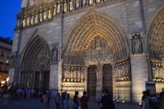 Dark Paris: Notre Dame