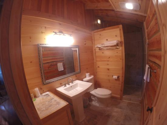 Glacier Trailhead Cabins: Cabin #13 and #14 bathroom