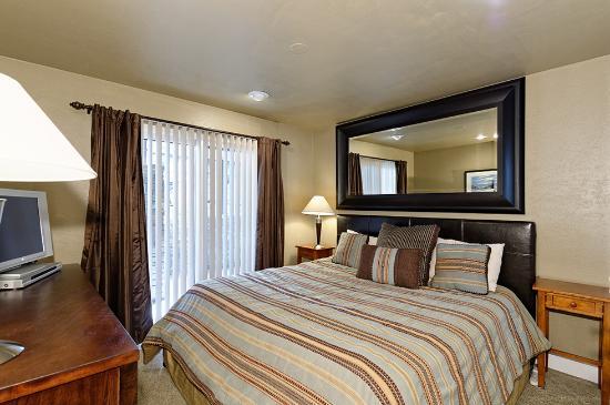 The Crestwood Condominiums: Deluxe Bedroom