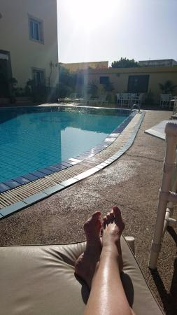 Riad Zahra Mogador: by the pool .