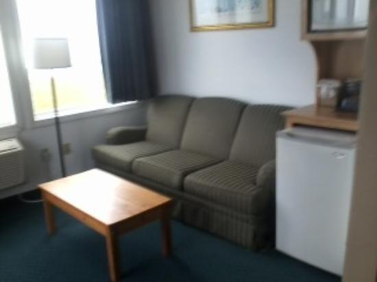 Atlantic House : oceanview rooms sitting area.  Used a non-smartphone to take picture.  Pauline
