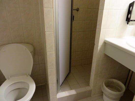 Kleine maar nette badkamer. - Foto van Hotel Hoogeveen, Hoogeveen ...
