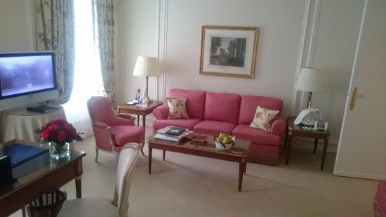 Le Bristol Paris: Hotel Le Bristol - Deluxe Suite - sitting room