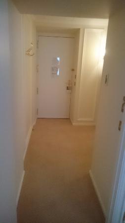 Le Bristol Paris: Hotel Le Bristol - Deluxe Suite - entrance hallway to bedroom