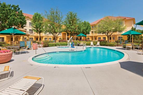 La Quinta Inn & Suites Dallas DFW Airport North: Pool