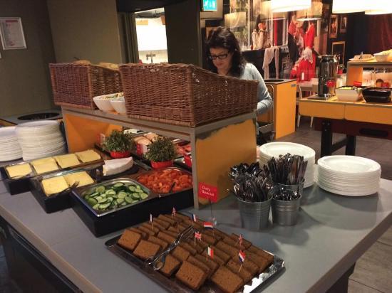 MEININGER Hotel Amsterdam City West: buffet breakfast