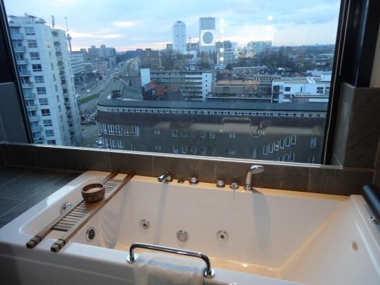 https://media-cdn.tripadvisor.com/media/photo-s/0a/02/c4/e4/mainport-hotel.jpg