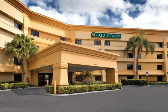 La Quinta Inn & Suites Miami Airport East: Exterior