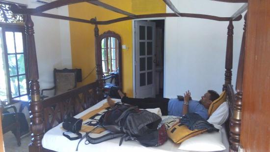Hotel The Saffron: bedroom