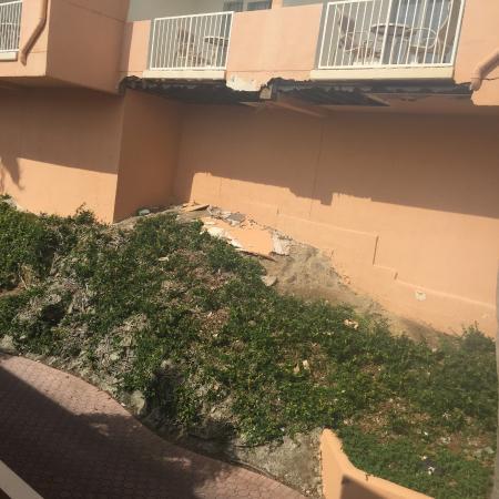 Sugar Bay Resort & Spa: buildings falling apart!