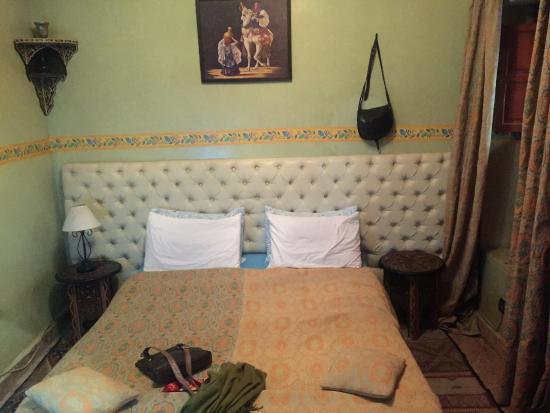 Riad Dubai: Cosy bed