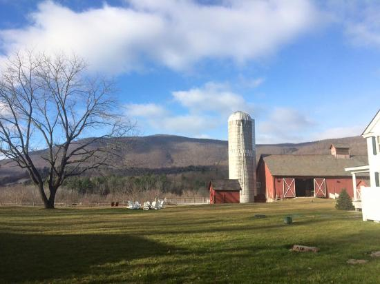 Arlington, VT: Lawn & Barn
