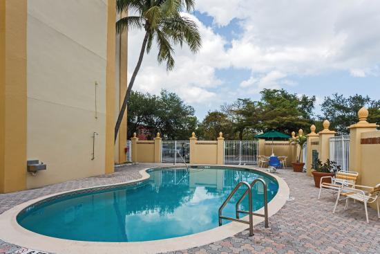 La Quinta Inn & Suites West Palm Beach Airport : Pool
