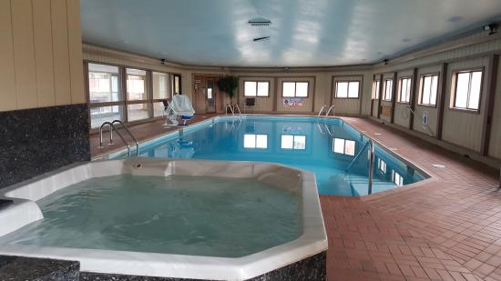 Chesterton, IN: 50ft pool and Whirlpool