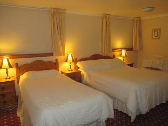 Clarenbridge, Irlanda: Large bedrooms with tea/coffee-making facilities