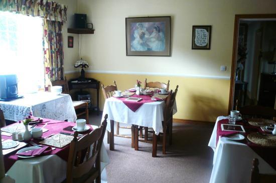 Clarenbridge, Irlanda: Dining room with garden-view