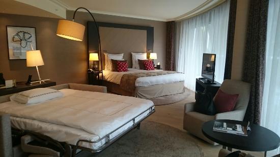 Schlaf/Wohnzimmer mit Zustellbett - Bild von InterContinental Davos ...
