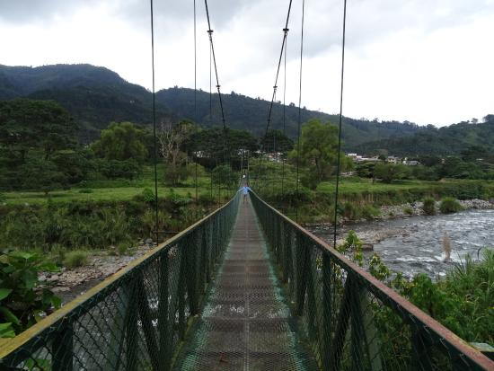 Orosi River Valley  ( El Valle del Rio Orosi ): Hanging bridge in the Orosi Valley