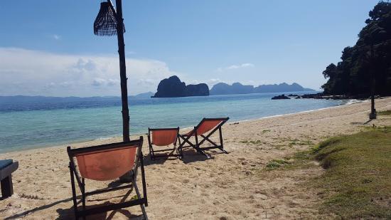 Koh Ngai Thanya Beach Resort: plaza