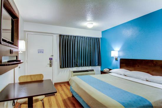 Florissant, MO: Guest Room