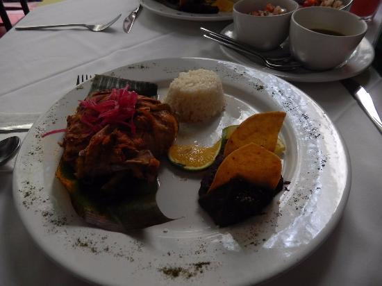 El Meson del Marques: Amazing lunch of chicken cooked in banana leaves