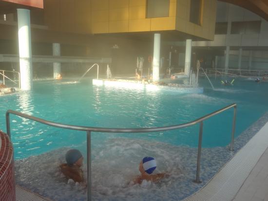 Otra visi n de la piscina salada este ejemplar balneario for Thalasia precio piscina