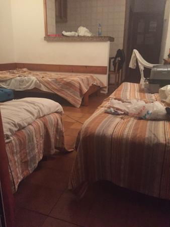 Casita Blanca Apartments: hell hole room