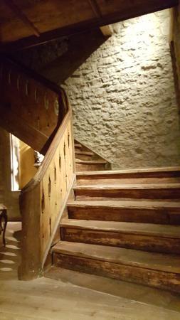 Hotel Gotisches Haus: Beautiful wooden staircase