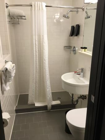 The GEM Hotel Chelsea: Bathroom