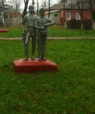 Dmitriyev, Rusia: Пионеры
