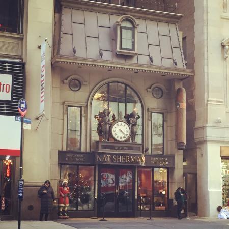 Nat Sherman, Inc. : Such a beautiful shop!