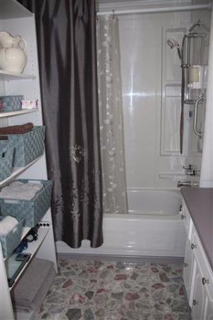 La Scie, Canadá: shower
