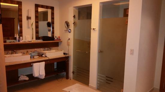 Dreams Las Mareas Costa Rica Bathroom Area