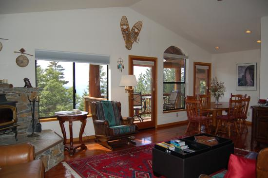 Yosemite West High Sierra Bed and Breakfast: Great Room