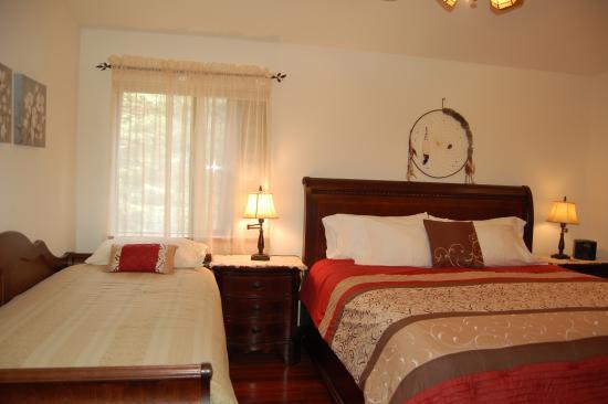 Yosemite West High Sierra Bed and Breakfast: Room #1