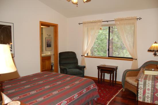 Yosemite West High Sierra Bed and Breakfast: Room #2