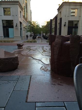 Residence Inn Arlington Courthouse: patio area