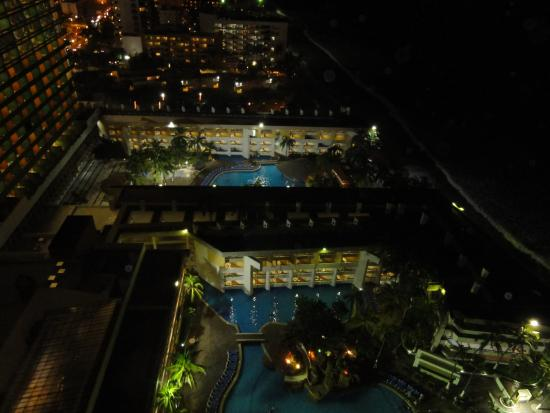 El Cid El Moro Beach Hotel: At night from our room at the side view