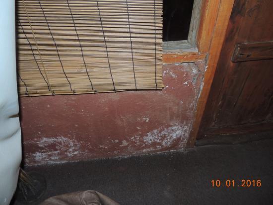 Hotel Pukarainca: Paredes con humedad y despintadas