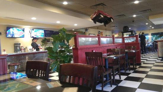 Seminole, FL: Trip's diner, North wing seating and customer counter