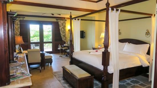 Sandals Royal Caribbean Resort and Private Island: Crystal Lagoon Honeymoon Penthouse room