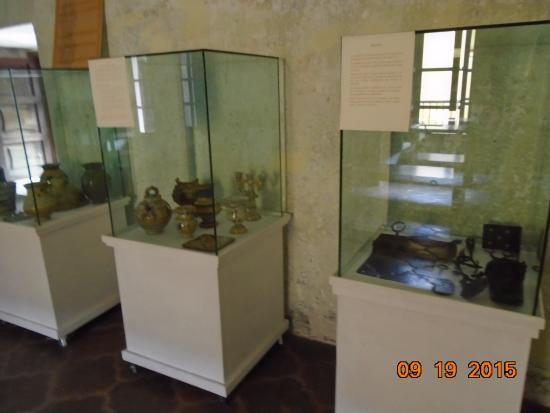Museo de Santiago: Colonial era ceramics
