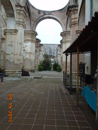 Cathedral de Santiago: Ruins behind the cathedral