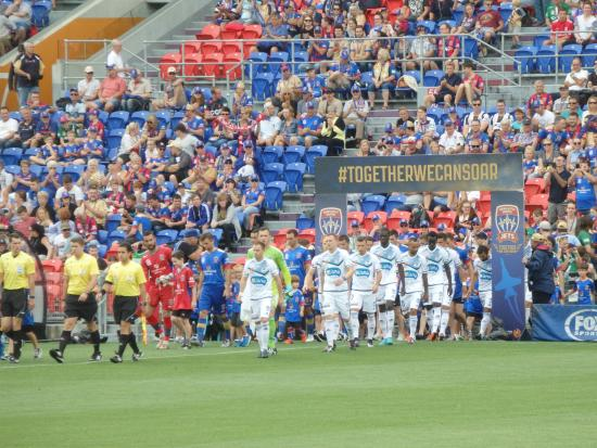 Hunter Stadium: Teams entering the stadium