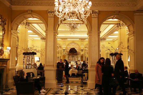 Claridges Foyer Room : 내부 picture of the foyer at claridge s london tripadvisor