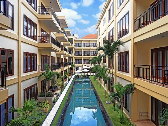 Kuta Town House Apartments: 25 m Lap Pool